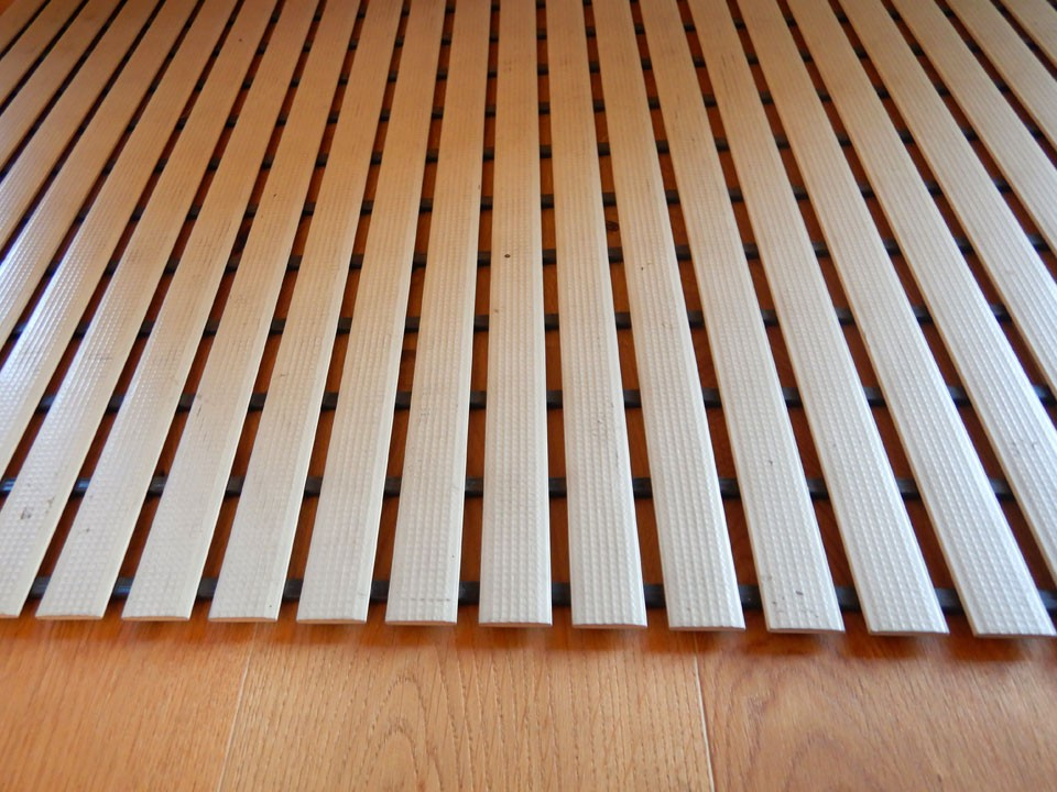 <p>Fußrost aus PVC, 60 cm breit</p>  <p>für Sauna und&nbsp;im Sanitärbereich</p>