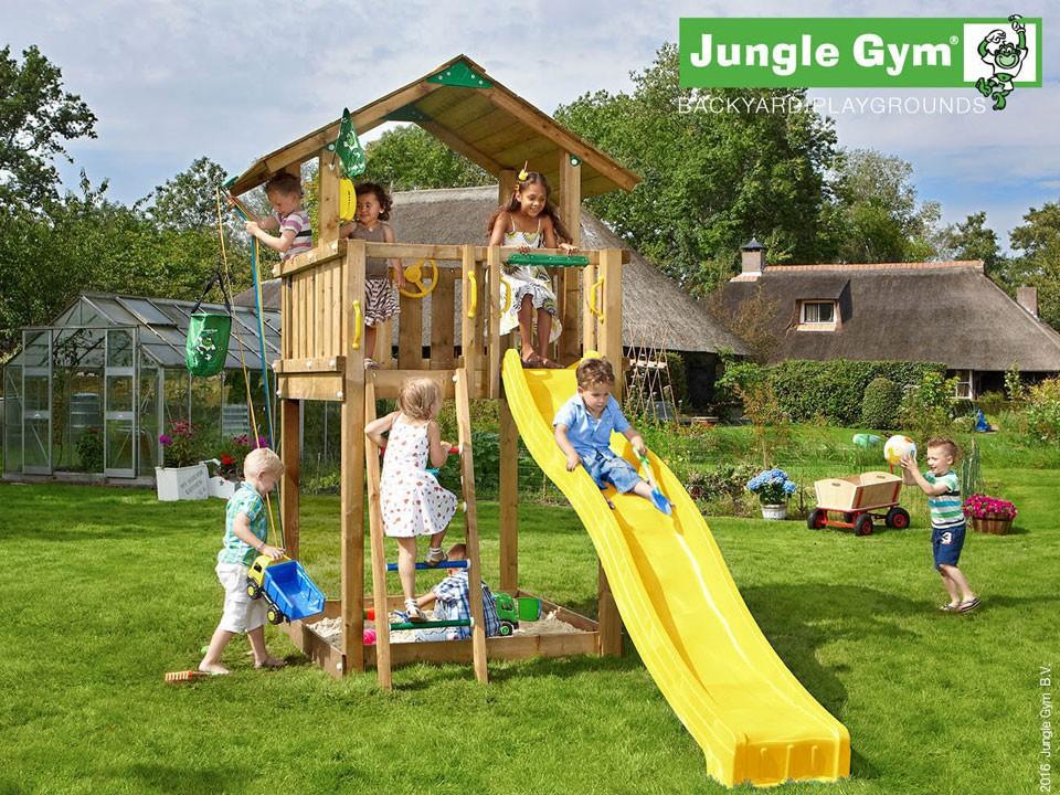 <p>Jungle Gym Chalet</p>  <p>aus druckimprägniertem Nadelholz, inkl. Rutsche</p>