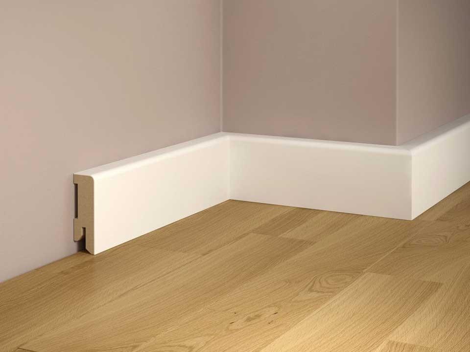 <p>Sockelleiste foliert 16x50 mm</p>  <p>MDF, weiß, 240 cm lang</p>